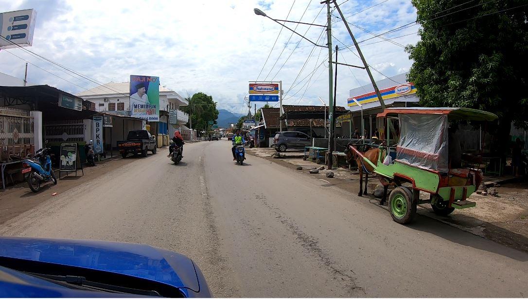 Conduciendo por Indonesia
